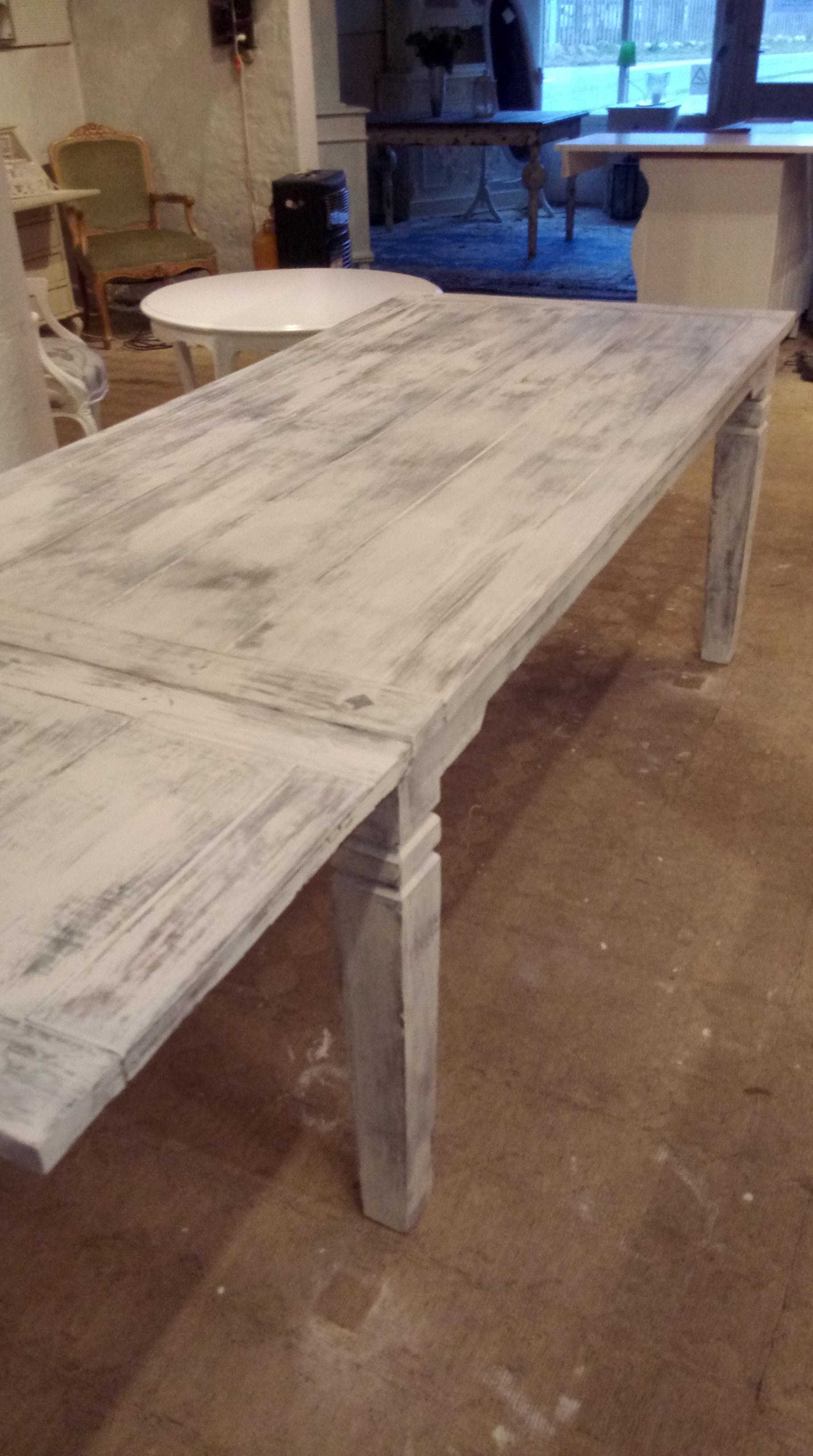 lækkert rÃ¥t afskallet spisebord med to plader. – Kræmmerhallen i ...